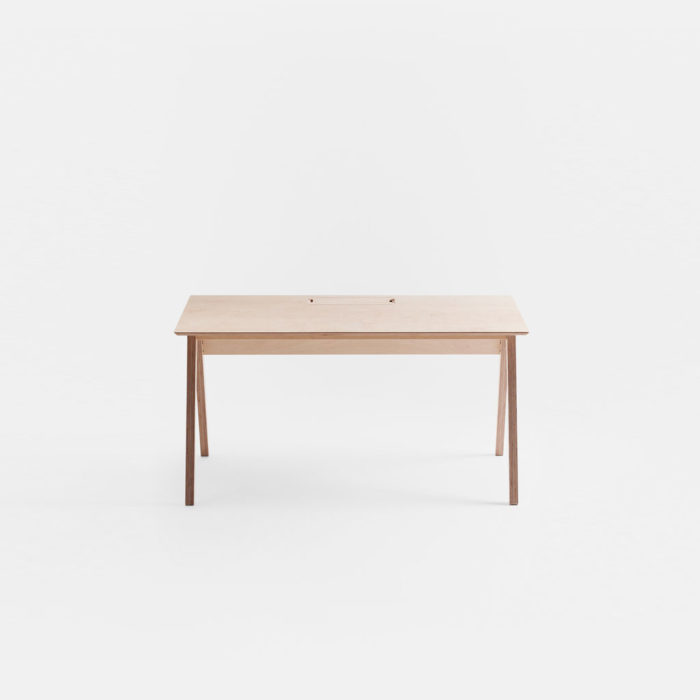 office-desk_index_front-view_ply_2880x1620.lead