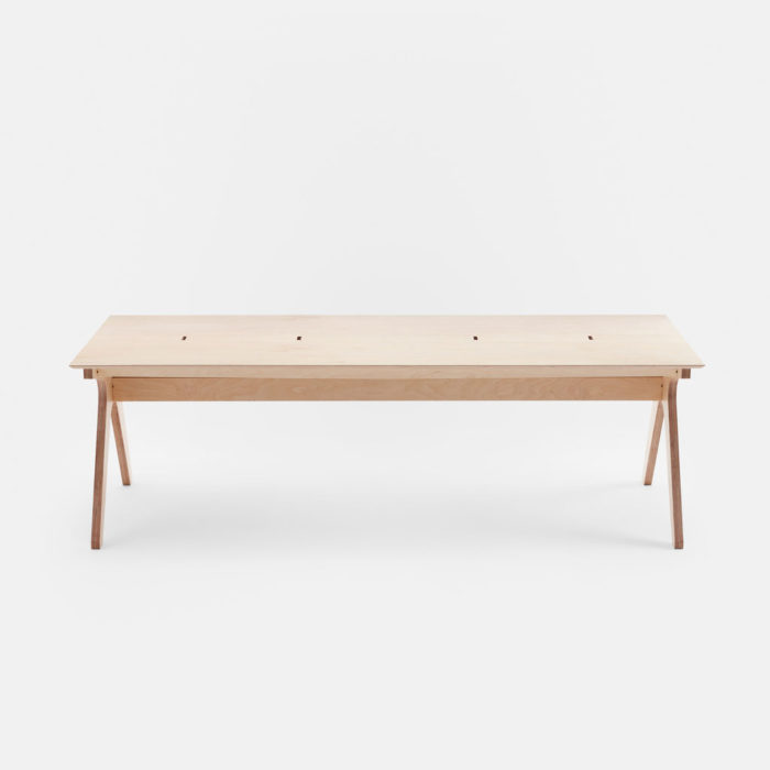 slim-desk_index_front-view_ply_2880x1620.lead